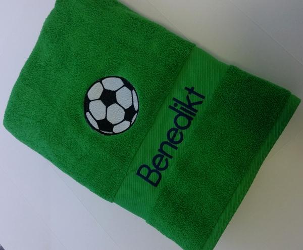 stickmotiv fussball mit namen auf handtuch bestickt handtuchfabrik herstellung. Black Bedroom Furniture Sets. Home Design Ideas