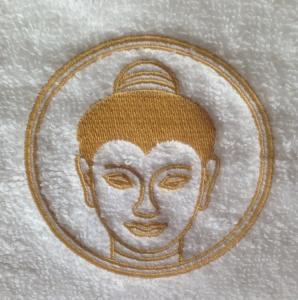 stickmotiv buddha in gold mit namen auf handtuch bestickt handtuchfabrik. Black Bedroom Furniture Sets. Home Design Ideas