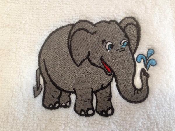 stickmotiv elefant und mit namen auf handtuch bestickt handtuchfabrik. Black Bedroom Furniture Sets. Home Design Ideas